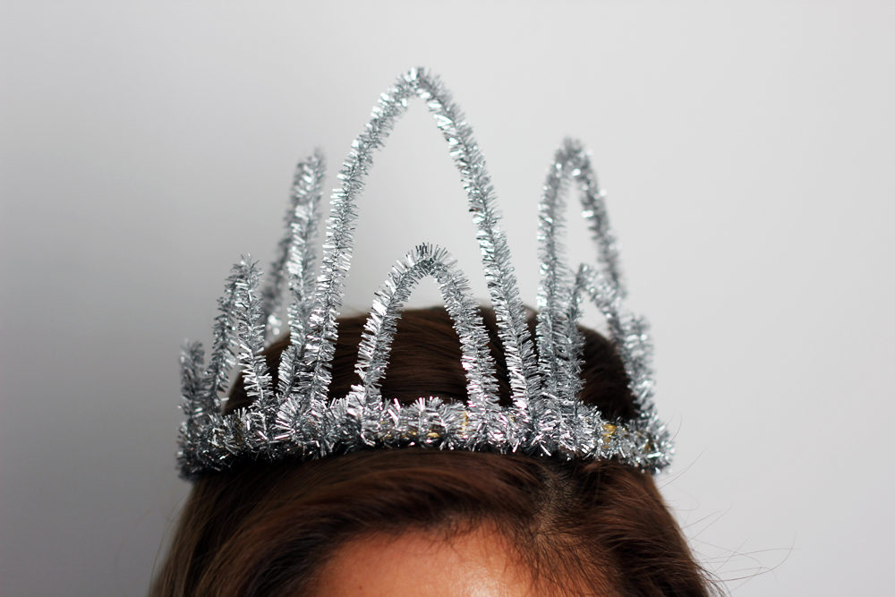 mel made, party crown, birthday crown, sparkly crown, new years eve crown, props, melrodstyle, inspiration, diy, how to