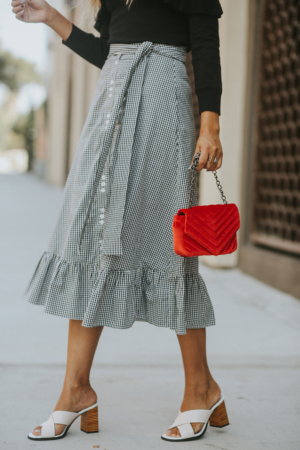 amaro fashion, red, red for fall, fall style, fall, ootd, outfit, melrodstyle, la blogger, street style, latina blogger, hispanic blogger, mexican blogger, fashion,